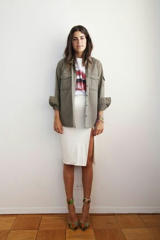 shirt spring outfits shacket khaki lip print slit skirt graphic tee sandal heels