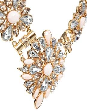 New Look | New Look – Charlotte – Set mit Halskette und Ohrringen in limitierter Auflage bei ASOS