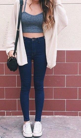 cardigan grey crop beige denim jeans white sneakers blue black bag necklace tank top