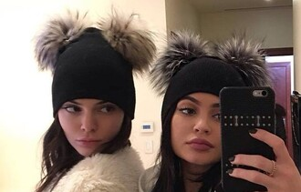 hat kendall and kylie jenner kendall jenner kylie jenner black fur beanie pom pom beanie
