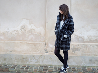 coat blogger by funda tartan