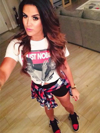 shirt flannel plaid shirt checkered nicole guerriero style blue trainers t-shirt shoes