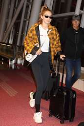 jacket,plaid,oversized,gigi hadid,model off-duty,fall outfits,leggings,sneakers