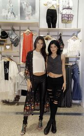 shoes,coat,kendall and kylie jenner,kendall jenner,kylie jenner,top