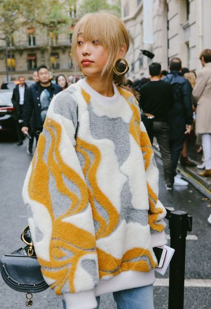 sweater oversized sweater streetstyle fall outfits Paris Fashion Week 2017 jeans denim