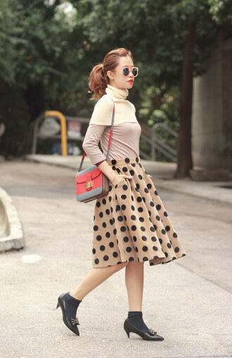 mellow mayo blogger midi skirt circle skirt polka dots pink sunglasses satchel bag sweater t-shirt skirt bag shoes