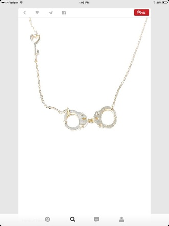 jewels necklace with cuffs and keyy