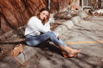 class is internal blogger high waisted jeans knitted sweater white sweater nude high heels leather sandals quilted bag