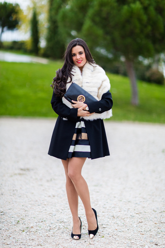 crimenes de la moda blogger coat scarf skirt jewels shoes bag