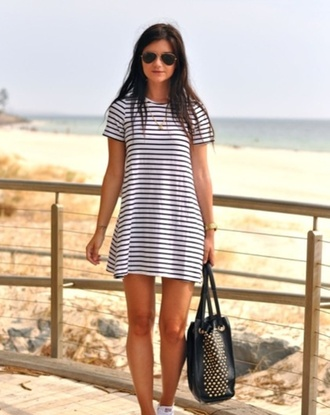 dress blackandwhitedress tshirt dress t-shirt dress blackandwhite cute perfect striped dress summer dress summer summer outfits spring spring outfits spring dress holidays exactly this one exact dress t- shirt stripped dress girl stripes black and white bag shirt style casual casual dress blue stripes beach dress shoes glasses white dress black dress kylie jenner dress shirt dress cute dress underwear striped shirt t-shirt boho stripped black white clothes purse beach black bag cute pretty tumblr summer goals love girly women beachwear