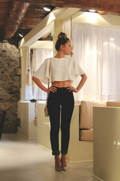 jeans,shirt,blouse,crop tops,white crop tops,shoes,top,kimono,white,t-shirt,cropped,t shirt.,white blouse,with sleves,white flowy crop top,cream,high waisted jeans,dress top