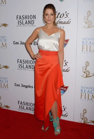 shoes sandals kate beckinsale red skirt top slit skirt