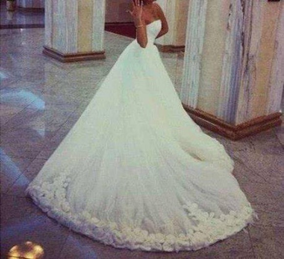 details white dress wedding dress floral detail detailed sleeveless white wedding dress detailed dress sleeveless dress