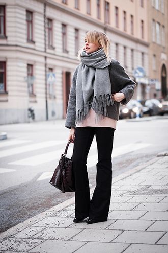chaloth blogger grey jacket black pants