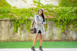 crimenes de la moda blogger coat blouse skirt jewels bag shoes
