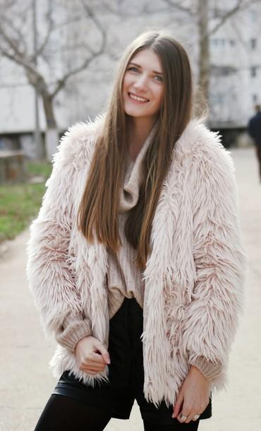 yuliasi blogger fluffy fuzzy coat baby pink