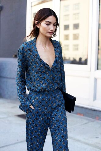 le fashion image blogger jumpsuit v neck blue jumpsuit printed jumpsuit clutch black clutch lily aldridge model celebrity print spring outfits boho chic celebrity work outfits