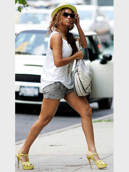 beyoncé white tank shoes bling yellow heels purse loose white tank bag