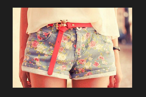 pink flowers flowers shorts belt belt belt belts red belt red red small belt flowered shorts pink flower cut off shorts
