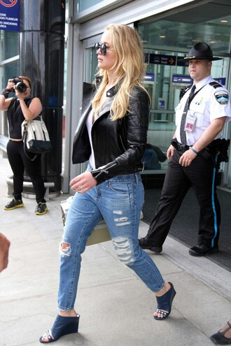 jeans sandals mules jennifer lawrence sunglasses ripped jeans