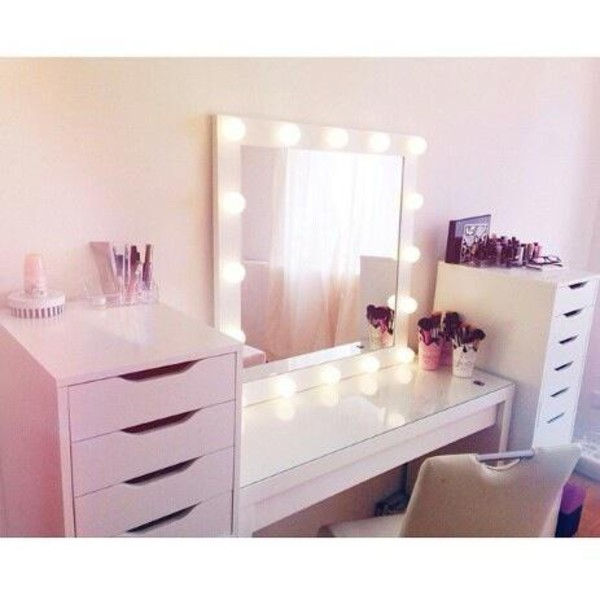 vanity girl hollywood lighted vanity makeup mirrors. Black Bedroom Furniture Sets. Home Design Ideas