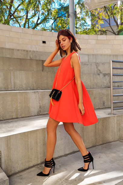 viva luxury blogger red dress black heels