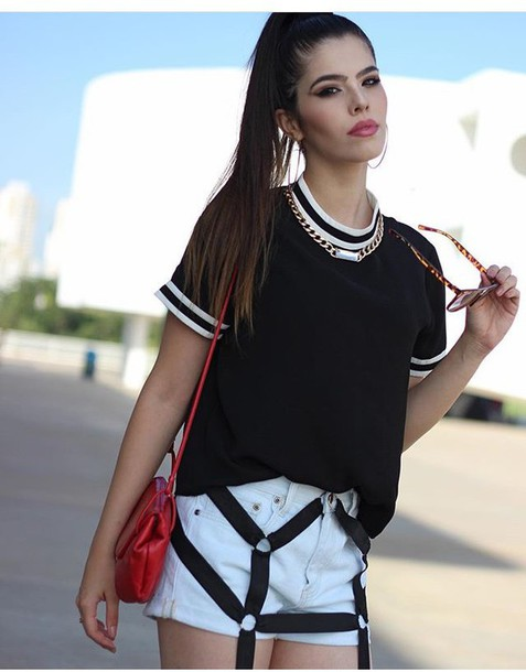 blouse shirt jewels necklace t-shirt shorts