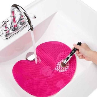 home accessory cosmetics make-up makeup brushes gift ideas pink technology bathroom face care