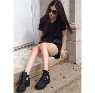 shoes grunge black grunge pale alternative on point clothing sunglasses trending