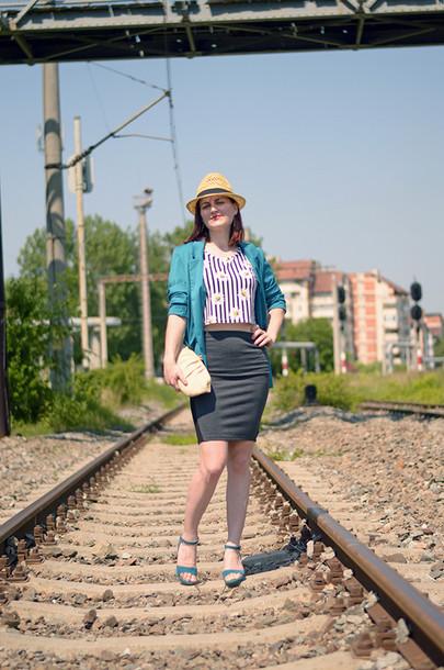 un strop de culoare jacket top skirt bag shoes hat