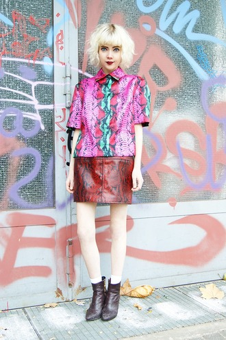 stella's wardrobe blogger snake print red skirt leather skirt colorful printed shirt
