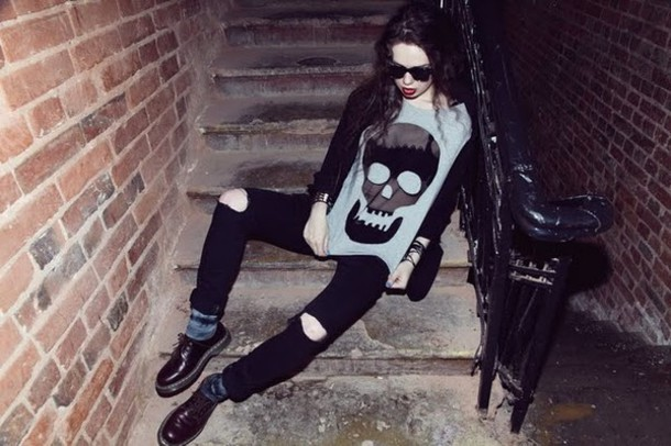 violetta skull grey shirt black shirt