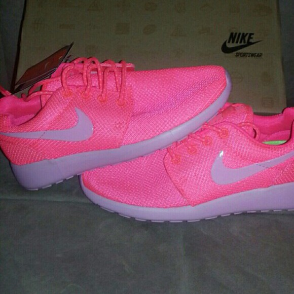 coral peach nike roshe run tennis shoes