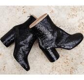 shoes,boots,black boots,little black boots,indian boots,style,sparkle,glitter dress,chealsea