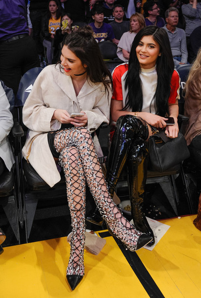 lace up boots over the knee boots lace up heels kendall and kylie jenner kylie jenner kendall jenner coat pumps jewels keeping up with the kardashians necklace choker necklace black choker jewelry model model off-duty celebrity style celebrity celebstyle for less absolutemarket shoes t-shirt