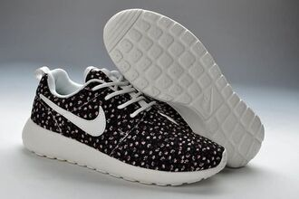 shoes nike nike roshe run black and white with flowers