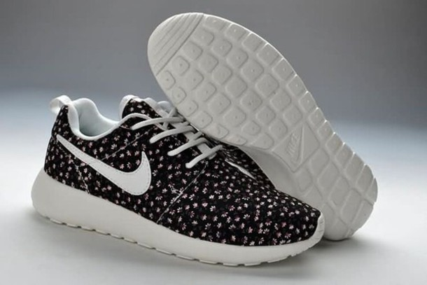 shoes nike roshe runs black and white with flowers