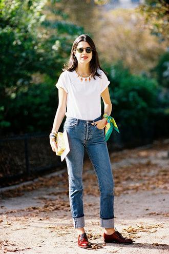 vanessa jackman blogger mom jeans white t-shirt