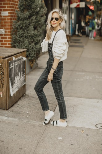 yael steren blogger sweater shoes jewels sunglasses make-up nail polish overalls denim overalls fall outfits