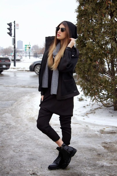 the boho flow blogger black boots black coat grey scarf