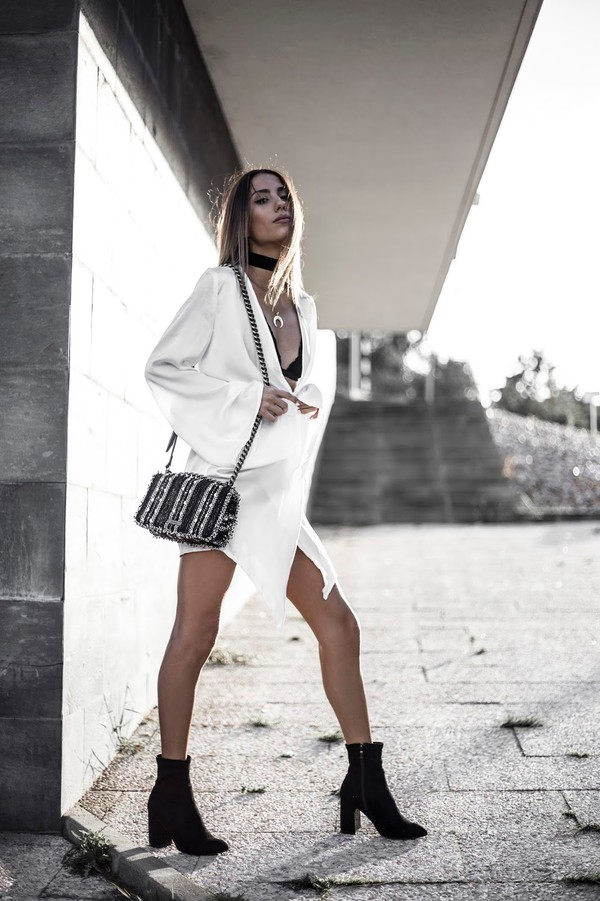 1dc485484616d1 mexiquer blogger dress bag shoulder bag white dress ankle boots shirt dress  crescent pendant embroidered bag