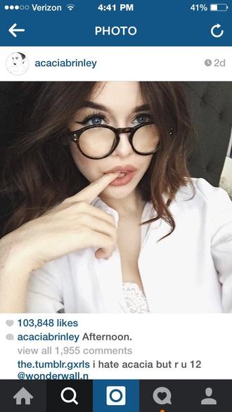 make-up acacia brinley glasses hair/makeup inspo