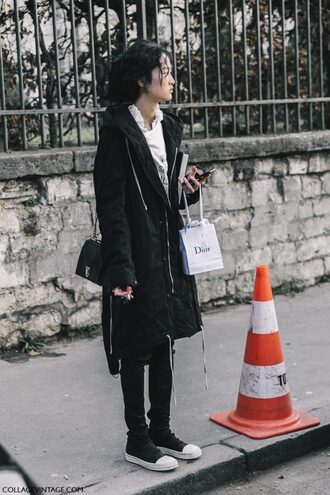 coat tumblr fashion week 2017 streetstyle black coat gender neutral no gender black pants black leather pants leather pants sneakers black sneakers bag black bag chain bag top white top