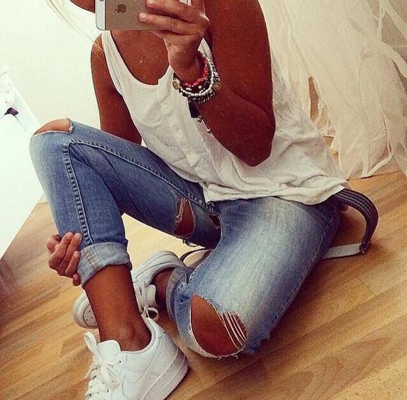 jeans jewels top outfit style white shoes skinny jeans denim top skinny tip skinny top basket destroyed jeans blue skinny jeans