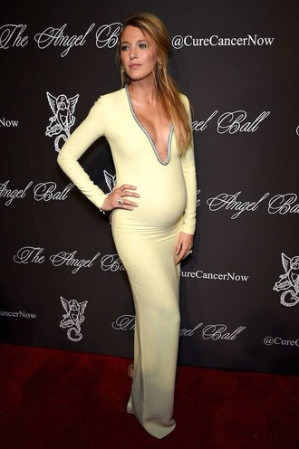 blake lively ryan reynolds yellow beautifull maternity blake