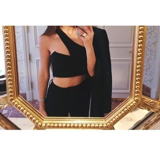 blouse black top black crop top tank top black tank top black jeans high waisted jeans black clothes black clothing black outfit grunge black fashion gold rings jewelry jewelry ring skinny jeans skinny girl girl outfit