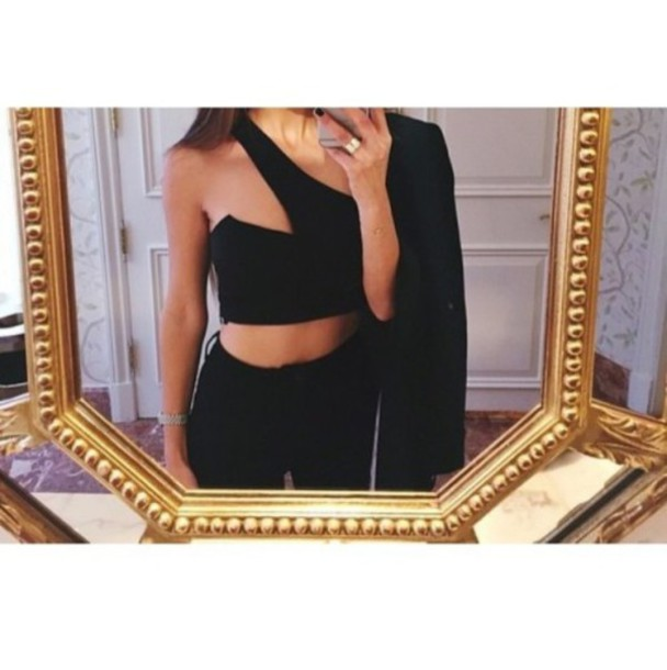 blouse black top black crop top tank top black tank top black jeans high waisted jeans black clothes black clothing black outfit grunge black fashion gold ring jewelry jewelry ring skinny jeans skinny girl girl outfit