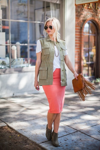 elle apparel blogger top jacket skirt bag shoes sunglasses jewels