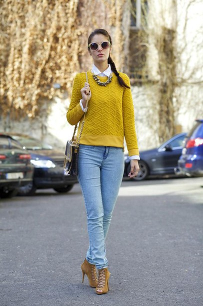 from brussels with love blogger jeans sweater heels mustard mustard sweater