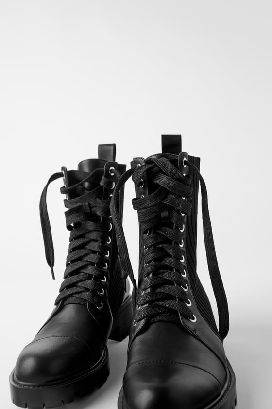 CONTRAST LOW-HEEL ANKLE BOOTS